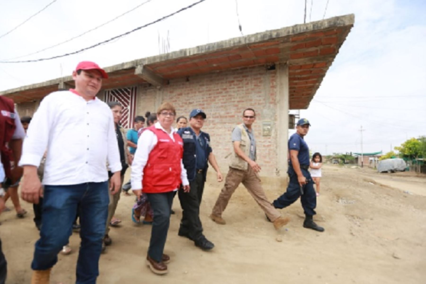 La ministra de Salud, Zulema Tomás Gonzáles lideró esta mañana junto a las autoridades regionales y locales de la región Piura, las acciones de prevención ante el incremento de las lluvias, por encargo del presidente de la República, Martín Vizcarra.