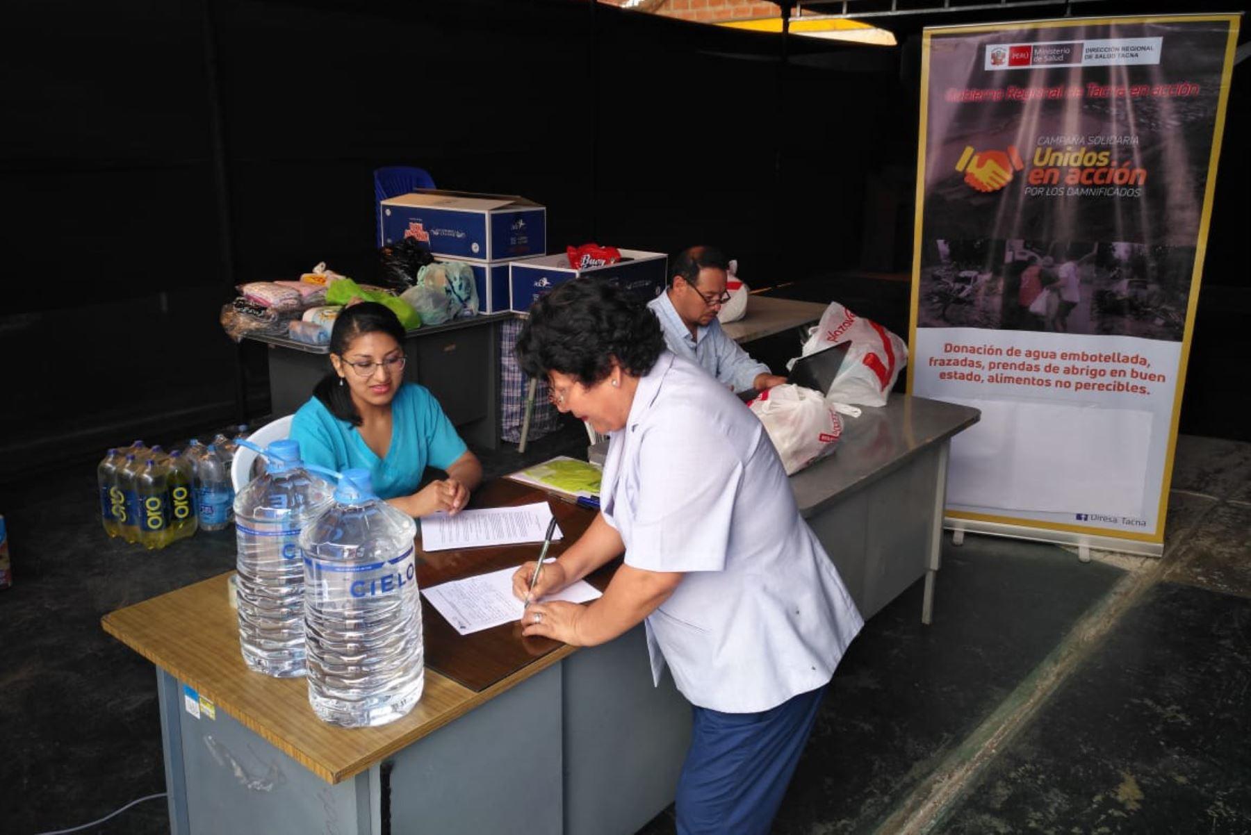 Trabajadores de la Dirección Regional de Salud de Tacna se suman a la campaña de solidaridad Unidos en Acción por los Damnificados de Mirave y Anexos.
