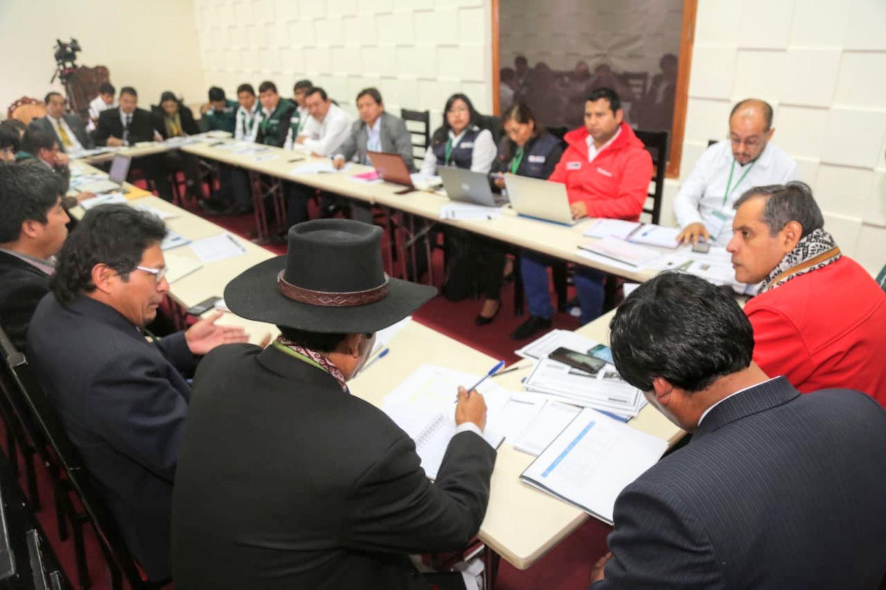 El ministro de Agricultura y Riego, Gustavo Mostajo, se reunió con los alcaldes provinciales del Cusco.