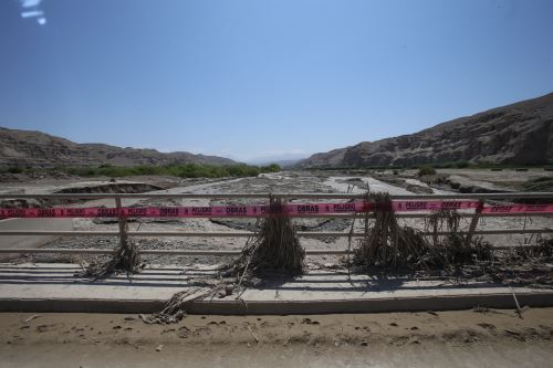 Tacna, desborde de río provoca daños en vías y puentes