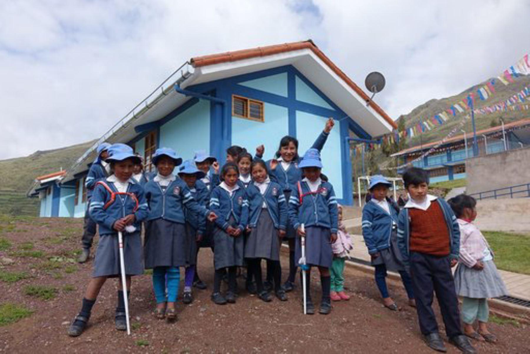 Niños del centro poblado de Poques, en la provincia cusqueña de Calca, estudiarán en moderna infraestructura educativa.