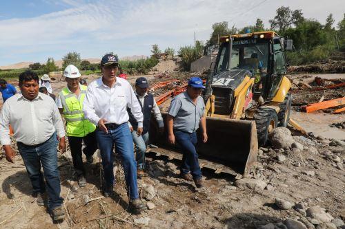 Presidente Martín Vizcarra supervisa trabajos de instalación del nuevo puente Montalvo.