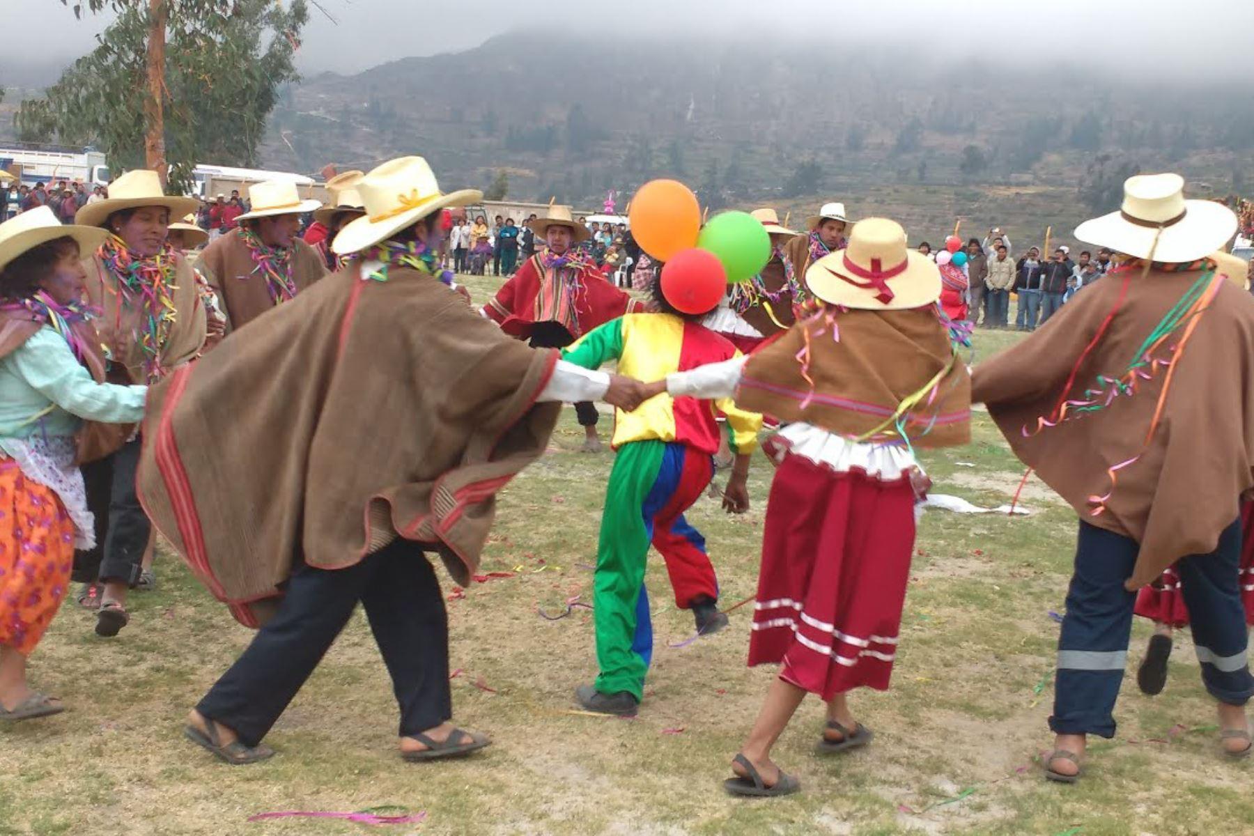 El Ministerio de Cultura declaró Patrimonio Cultural de la Nación al Carnaval de Puquina, que se celebra en la provincia de General Sánchez Cerro, departamento de Moquegua.