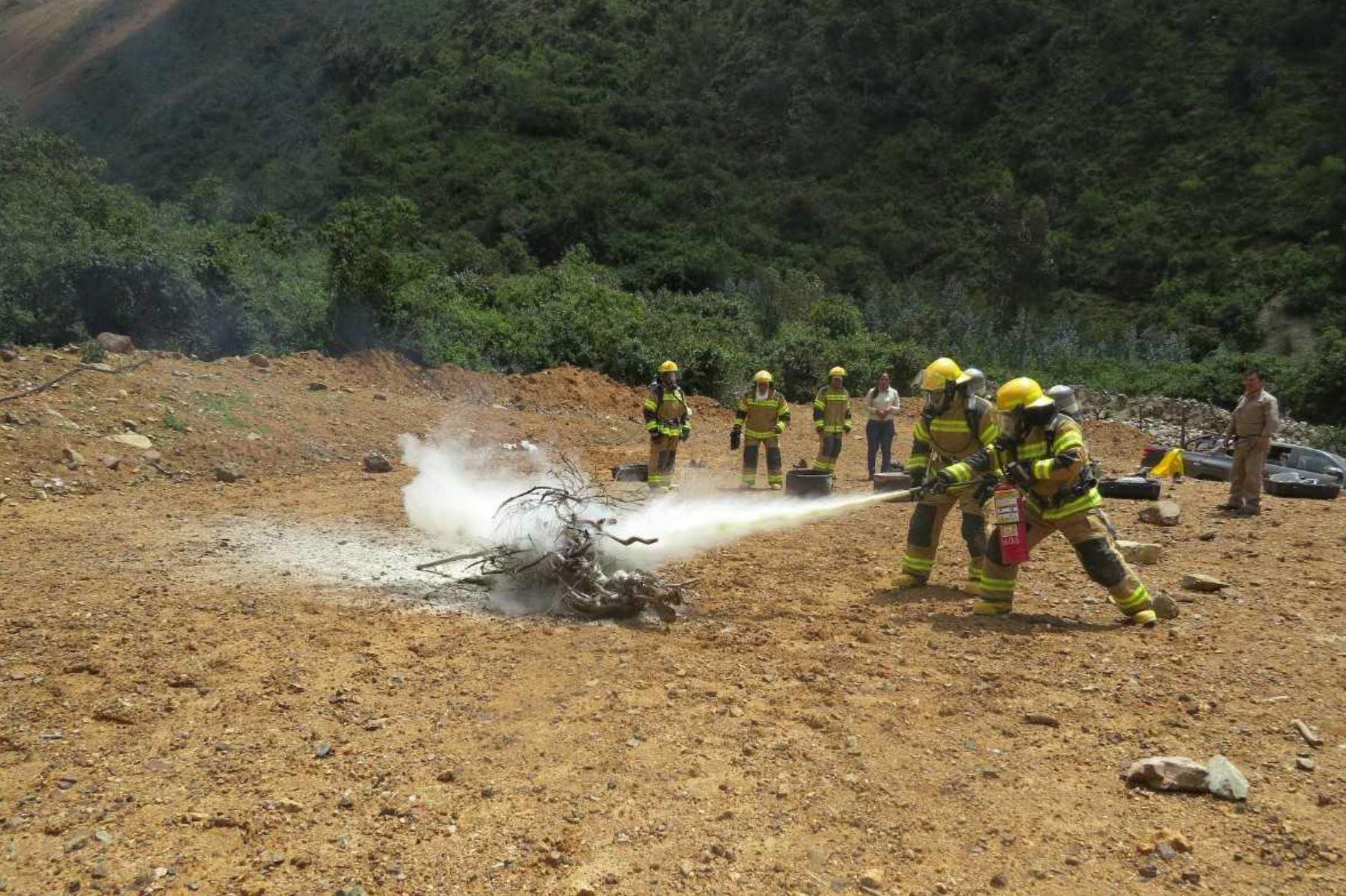 Capacitan a guardaparques de Parque Nacional Río Abiseo para afrontar incendios forestales