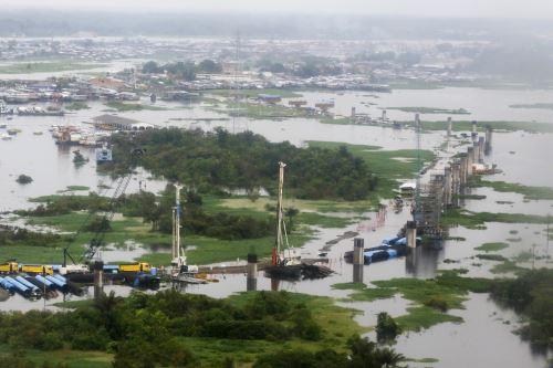 Presidente Vizcarra inspecciona obras de construcción del puente Nanay (Iquitos)