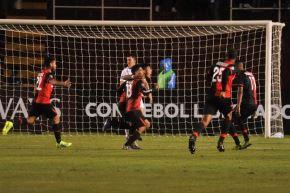 Melgar derrotó 2-0 al Caracas FC y dio un paso a la fase de grupos de la Copa Libertadores.
