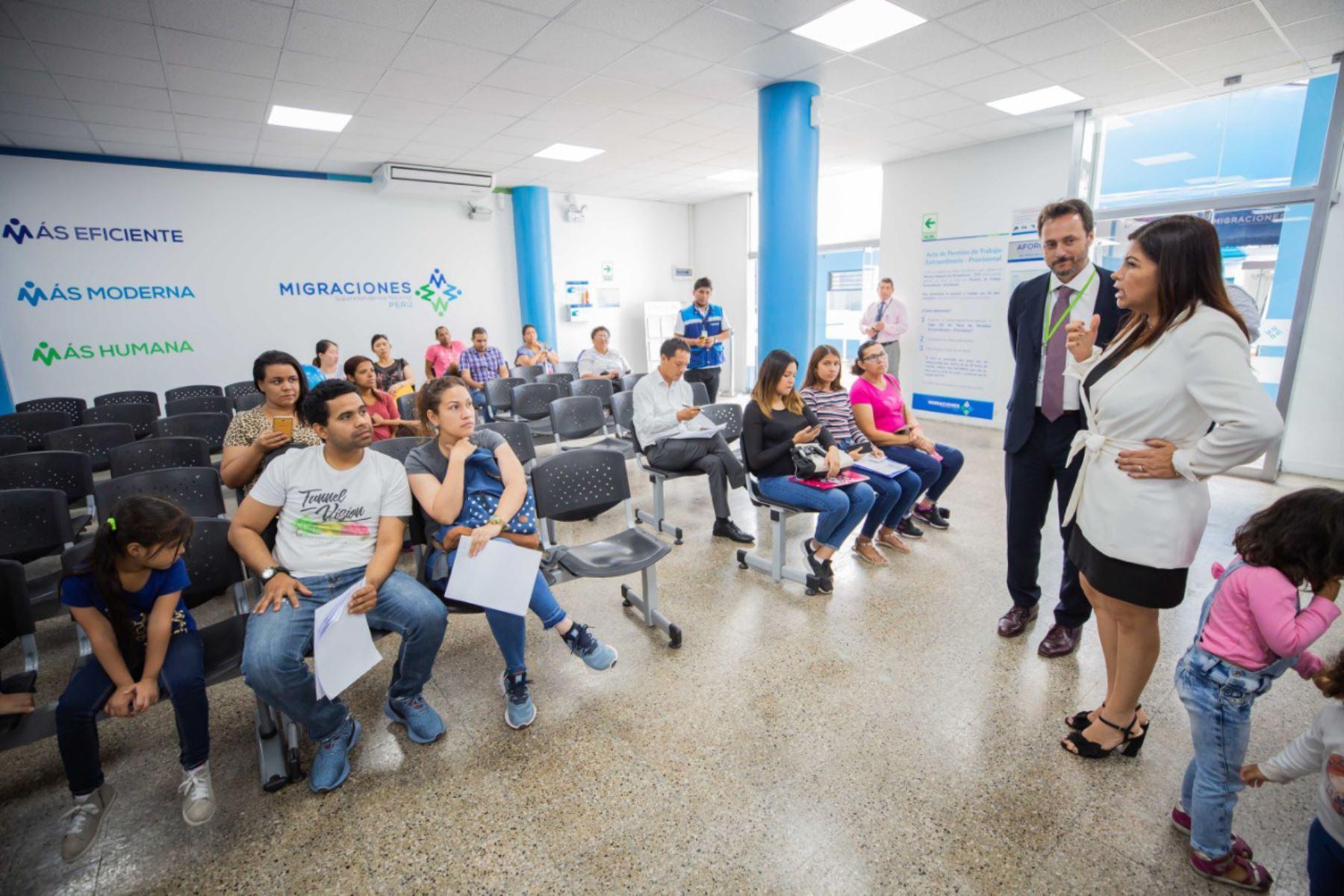 Agusti se entrevistó con Del Águila y recorrió instalaciones. Foto: Migraciones.