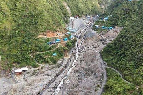Huaico arrasa campamento minero en Puno y desaparecen seis personas.