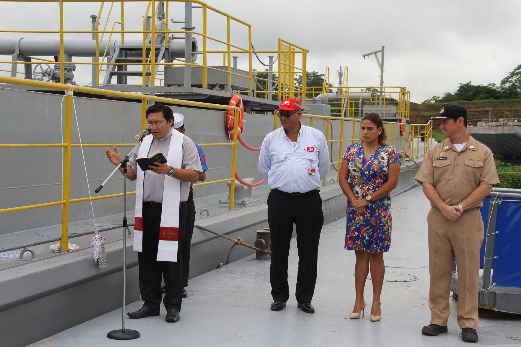 """La barcaza """"Río Pisqui"""", construida por los Servicios Industriales de la Marina, tiene capacidad para transportar de forma segura más de 8,000 barriles de combustible."""
