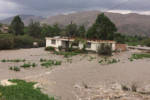 Río Chili se desborda en Arequipa y arrasa con vivienda y terrenos de cultivo. ANDINA