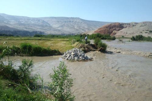 El caudal del río Majes, ubicado en la provincia arequipeña de Castilla, alcanzó hoy un aforo de 460 metros cúbicos por segundo por las intensas lluvias que se registran en la zona alta. Foto: Consejero regional Silvio Arias