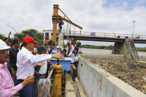 Presidente Vizcarra inspecciona zonas afectadas por lluvias en Tumbes