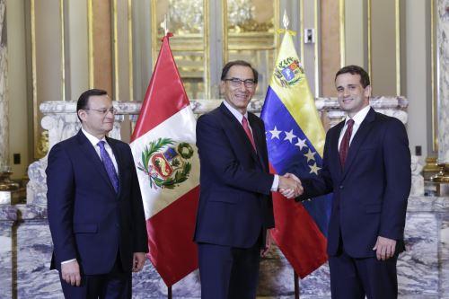 Presidente Vizcarra recibió las cartas credenciales de Carlos Scull como nuevo embajador en el Perú de la República Bolivariana de Venezuela