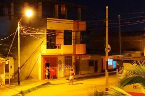El fuerte sismo de la madrugada alarmó a la población de Tumbes que salió a las calles.