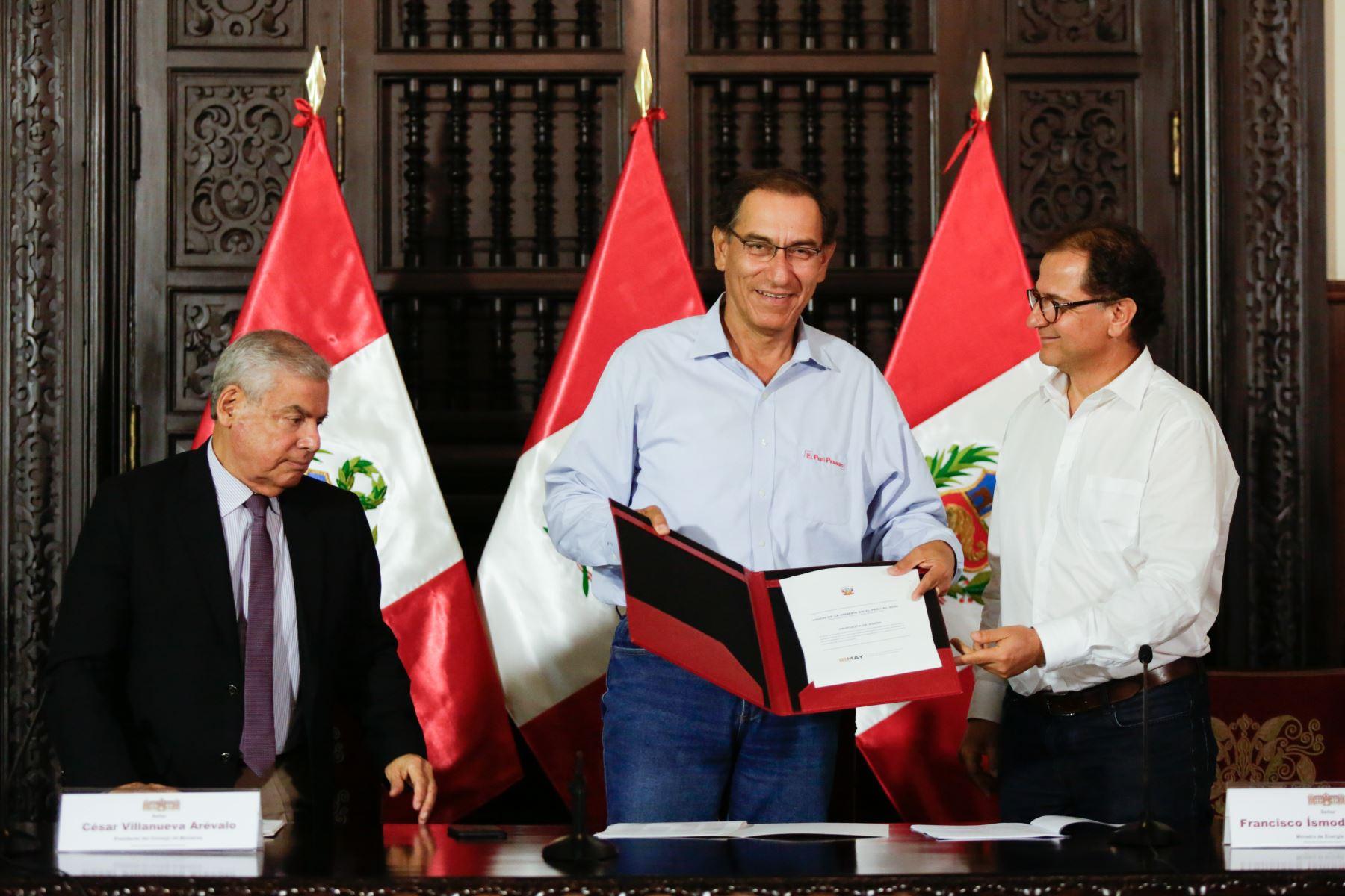 Presidente Martín Vizcarra recibió propuesta para impulsar una minería sostenible al 2030.