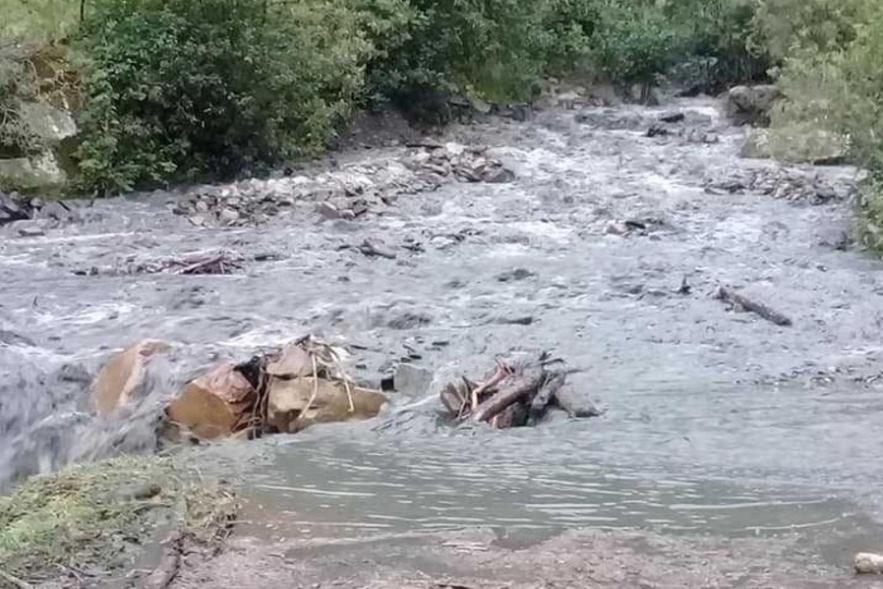 Lluvias intensas han provocado dos derrumbes que afectaron la carretera de acceso a cuatro distritos de la provincia de Pallasca, en la región Áncash.