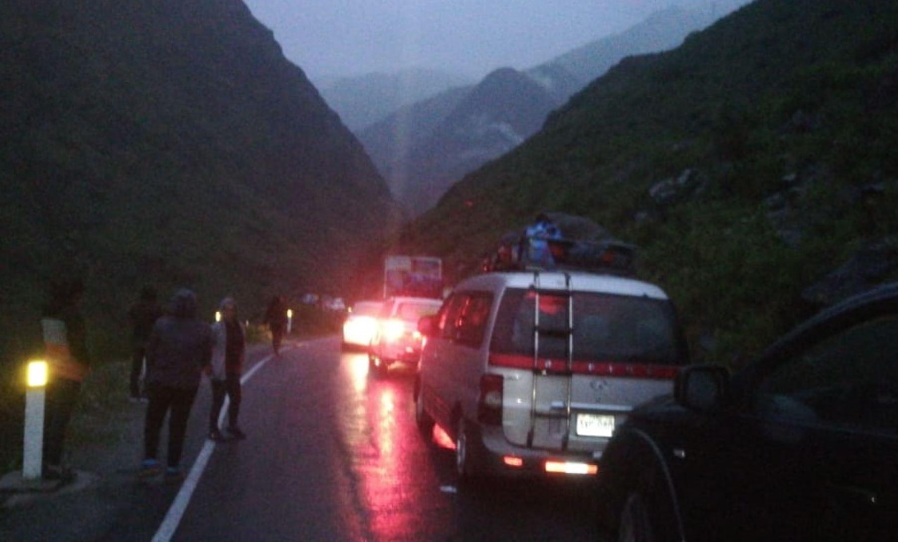 Caída de huaico bloquea carretera Lima. Yauyos