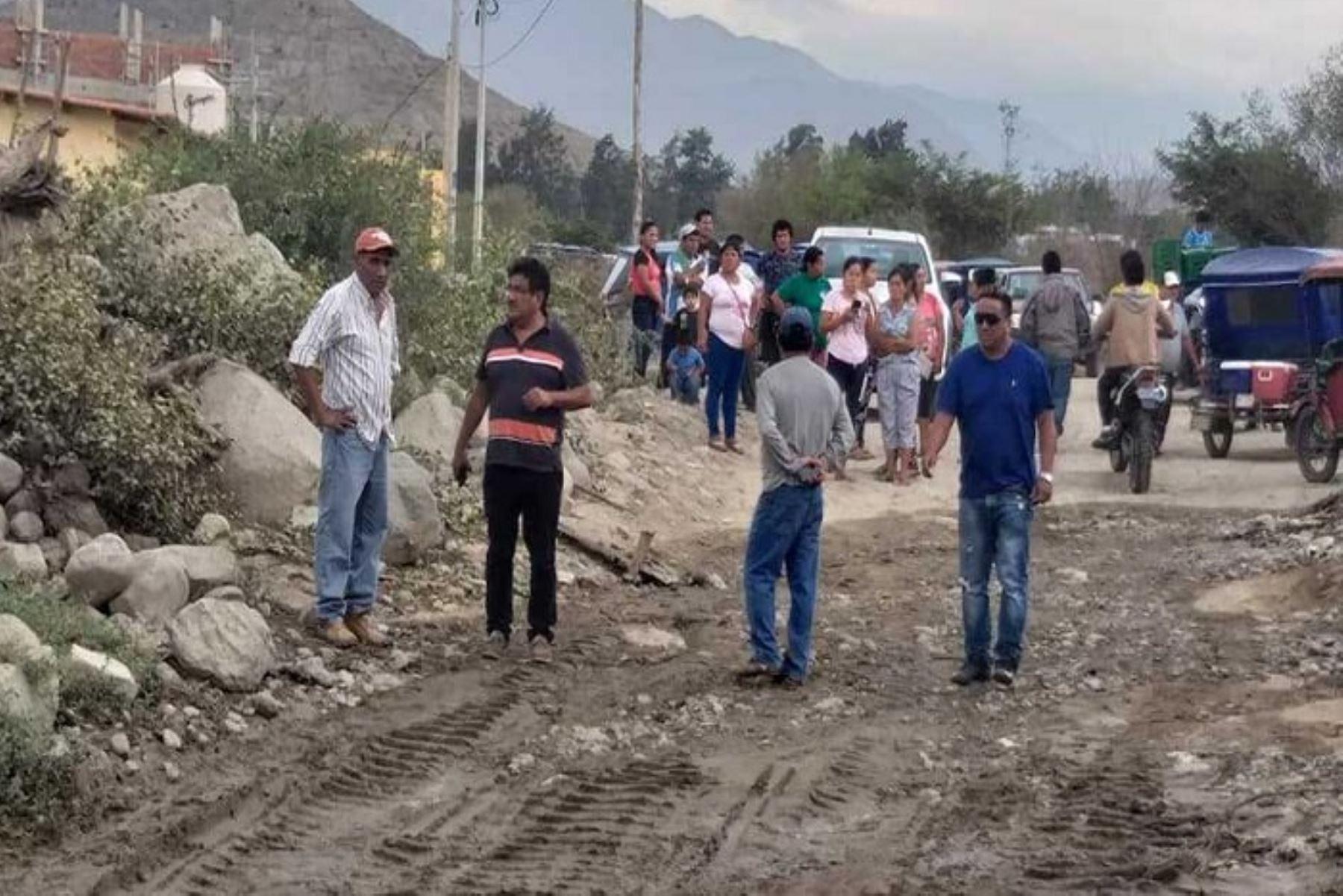 Pobladores de seis caseríos del distrito de Moro, en la provincia ancashina del Santa, han quedado aislados debido al aumento del caudal y desborde del río Moro, ocurrido esta mañana a causa de lluvias intensas.