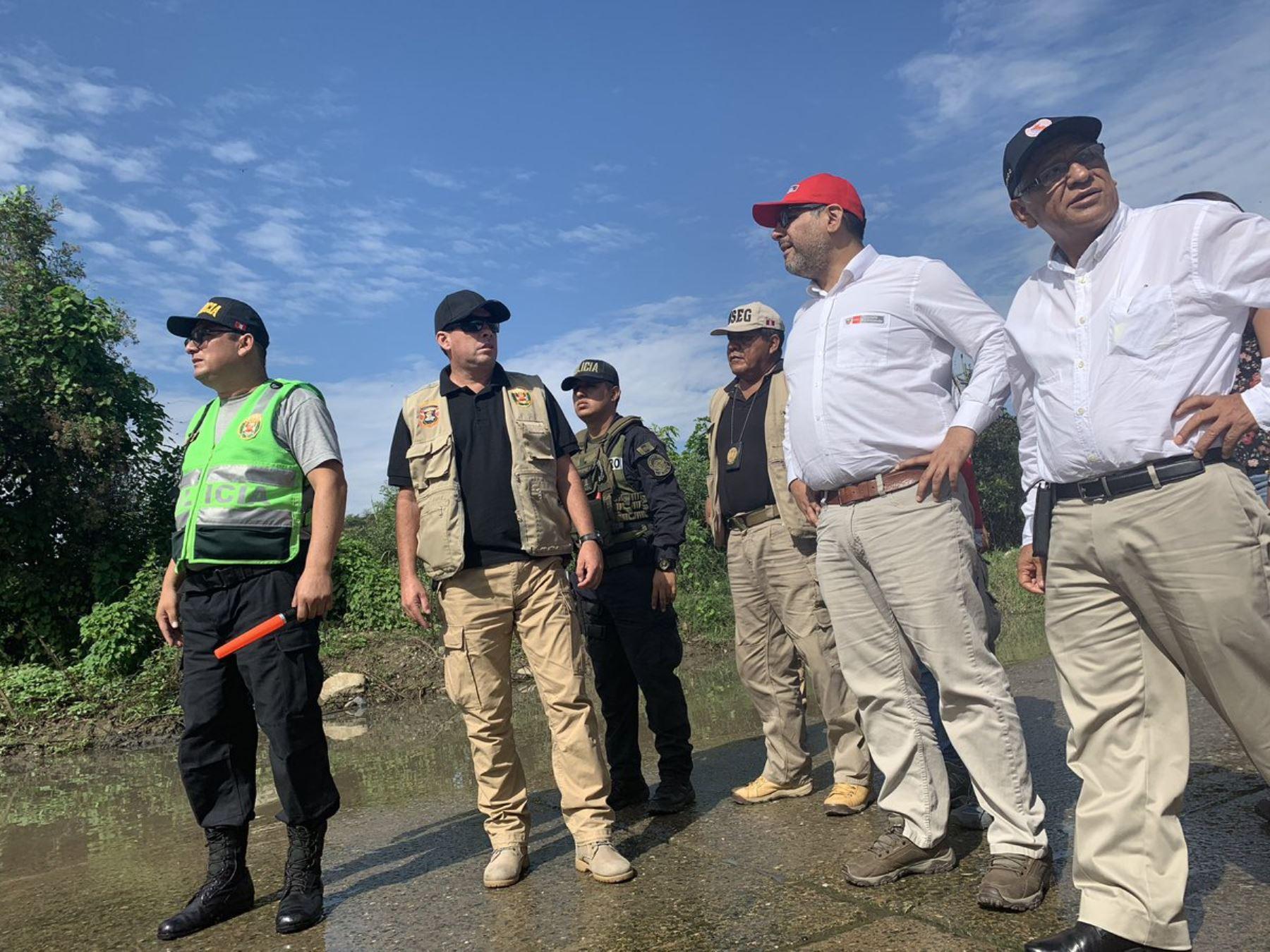 Ministro de Educación, Daniel Alfaro, coordina acciones ante las emergencias en Lambayeque.
