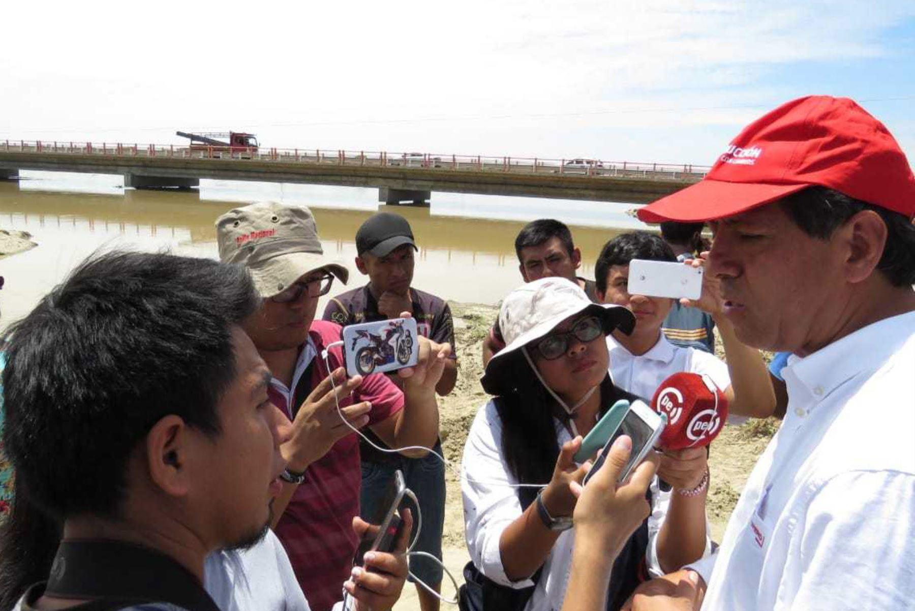 El director ejecutivo de la Autoridad para la Reconstrucción con Cambios (ARCC), Edgar Quispe Remón, afirmó que la implementación de las soluciones integrales es la respuesta definitiva para mitigar la vulnerabilidad en el río Piura, y expresó su confianza en que el gobierno regional tomará las mejores decisiones para que dichas soluciones se encaminen pronto.