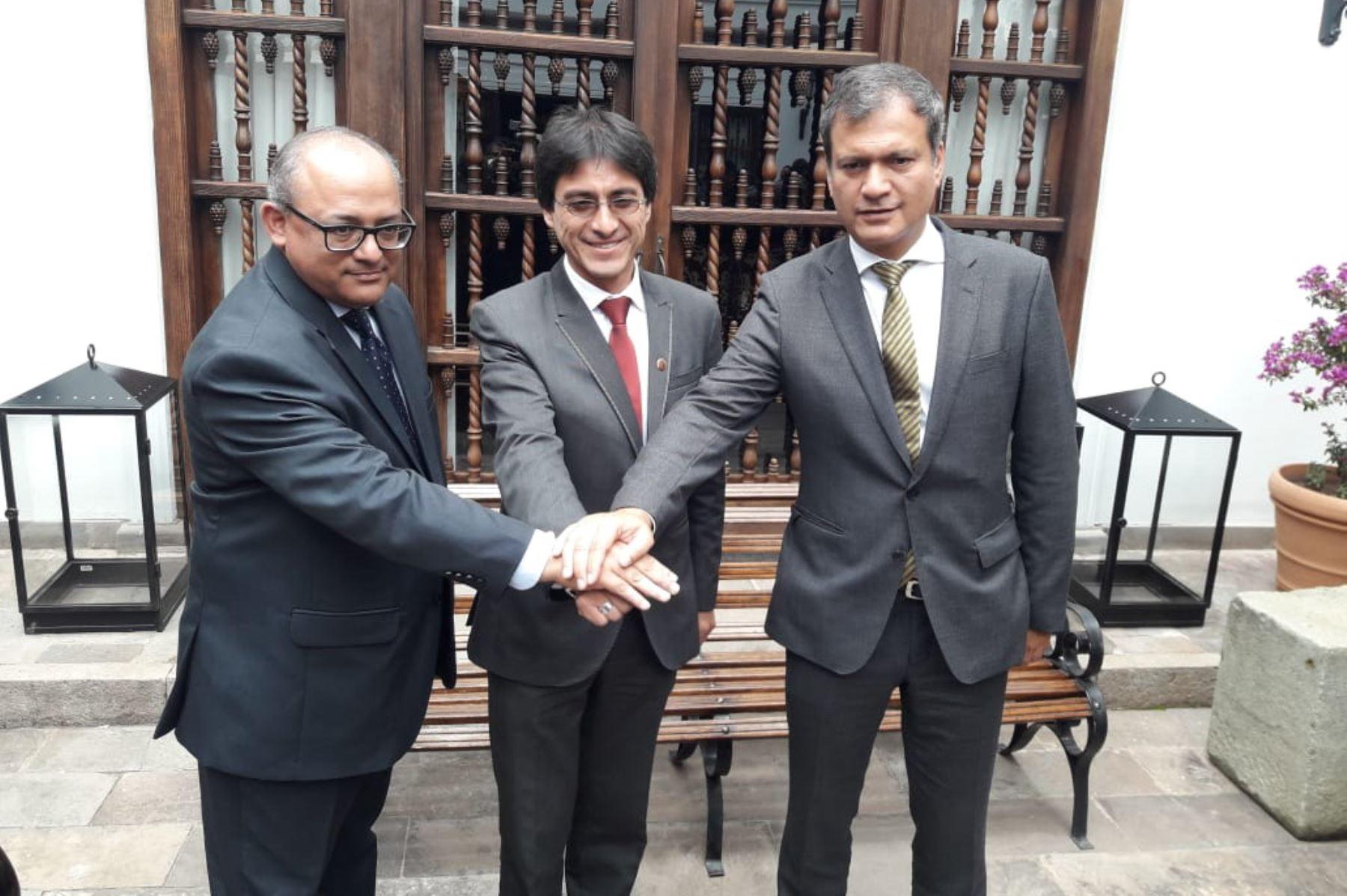 El Gobierno Regional del Cusco y el Consorcio Camisea suscribieron un convenio interinstitucional para impulsar y promover el suministro de gas natural vehicular en las ciudades de Cusco y Quillabamba.