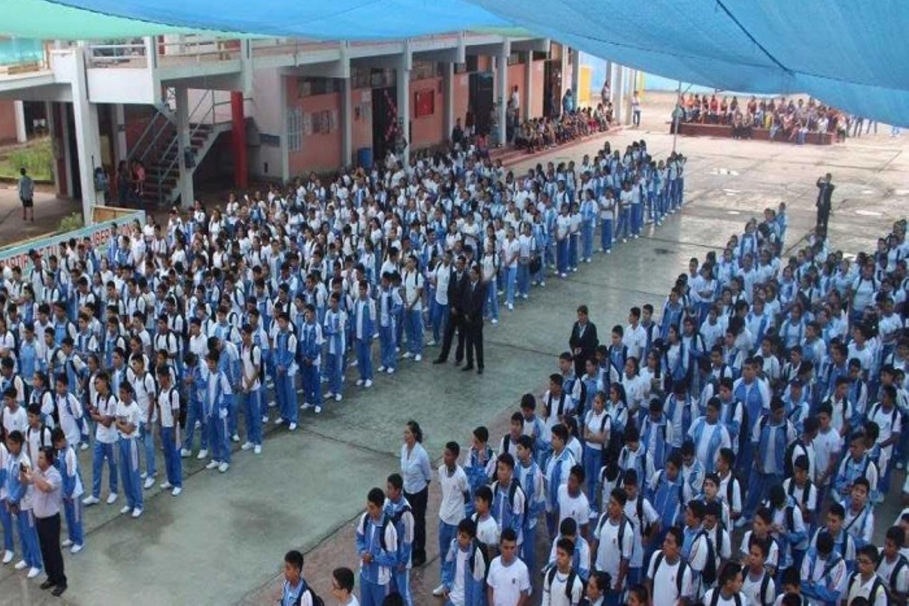 En más de 1,000 colegios ubicados en 19 provincias y 97 distritos de la región Áncash, el inicio de las clases escolares ha sido aplazado hasta el 18 de marzo próximo, confirmó hoy el titular de la Dirección Regional de Educación de Áncash (DREA), Robert Medina Gamboa.