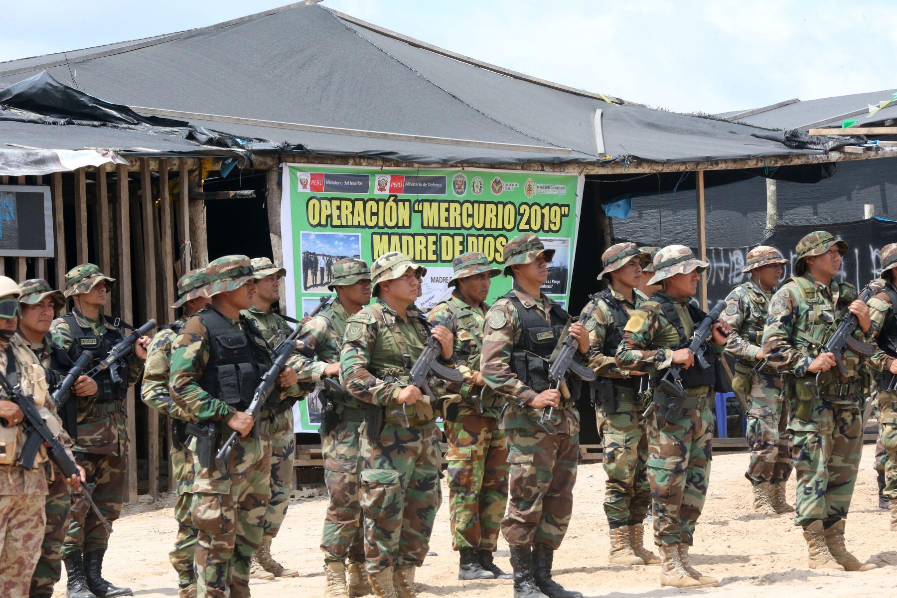 ... inician consolidación de plan contra minería ilegal en Madre de Dios.  Con instalación de bases temporales mixtas en La Pampa. Foto  ANDINA Jhony  ... 52a8cdcce1b