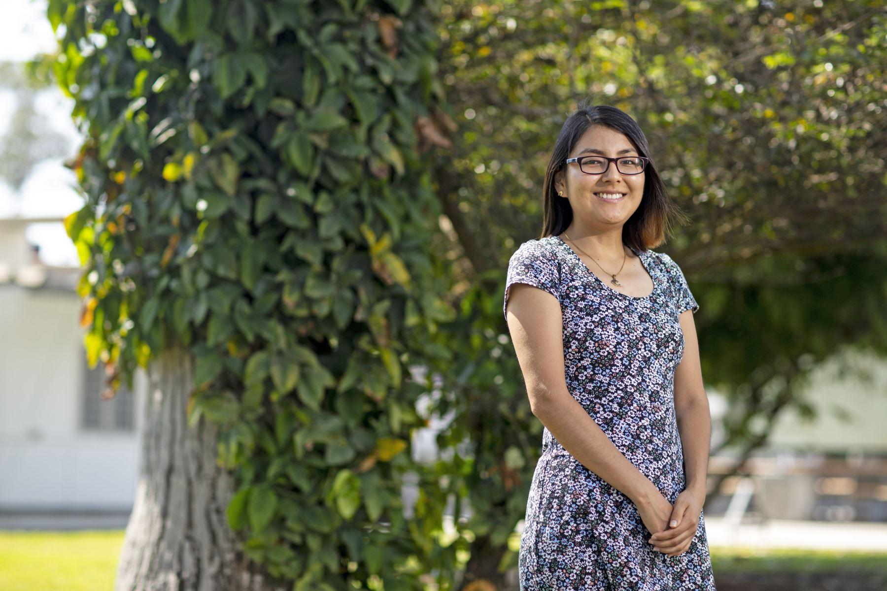 La estudiante peruana egresada de la Universidad Católica del Perú Madai Urteaga, de solo 23 años, ha sido aceptada por seis de las más prestigiosas universidades de Estados Unidos, entre ellas Harvard, para realizar un doctorado en Ciencias Políticas. Foto: PUCP