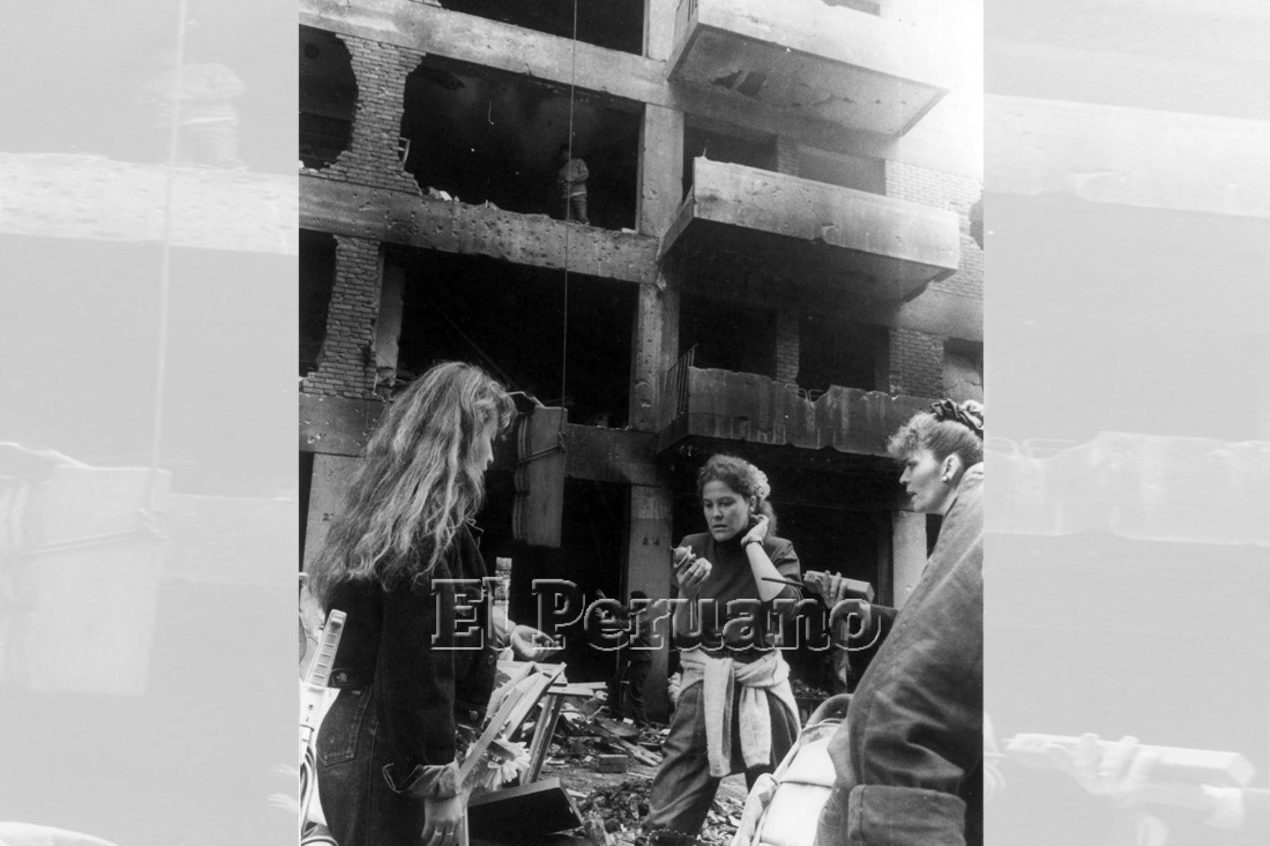 Lima - 17 jul 1992 / Atentado terrorista contra un edificio de viviendas de la calle Tarata en Miraflores.