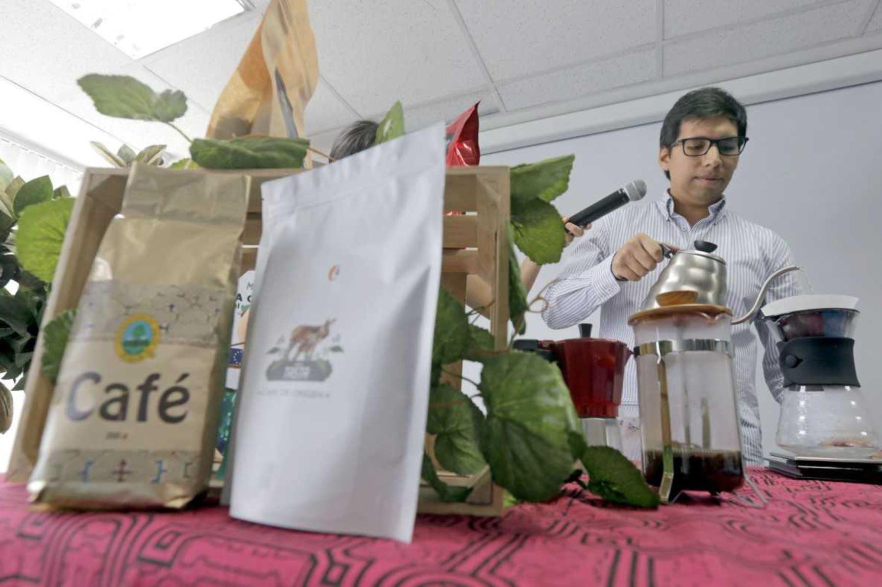 Devida y empresa peruana de venta minorista Café Urbano fomentan el consumo interno del café peruano