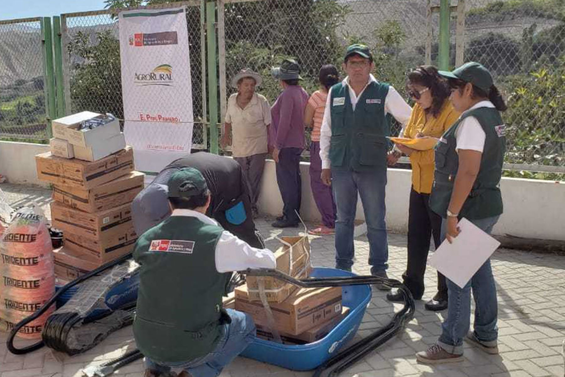 Minagri entrega herramientas a comisiones de riego en Moquegua para limpieza y encauzamiento