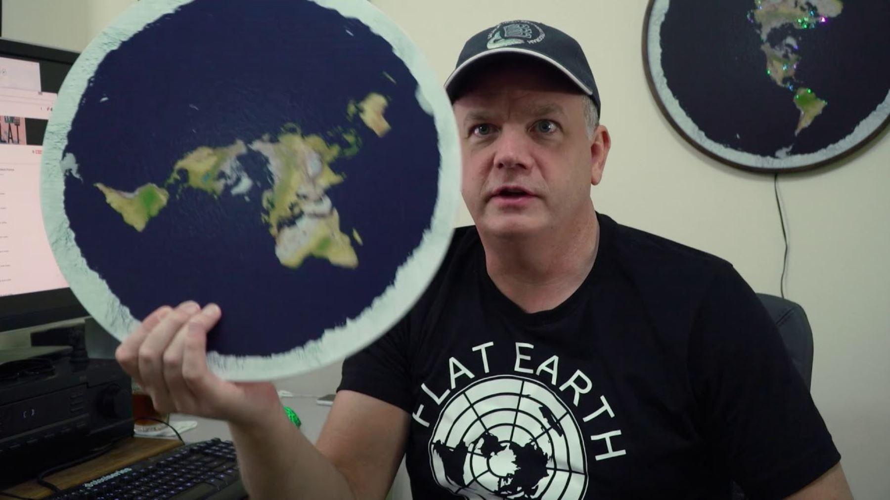 Activista sobre la teoría seudocientífica de la Tierra Plana en documental Tan plana como un encefalograma.