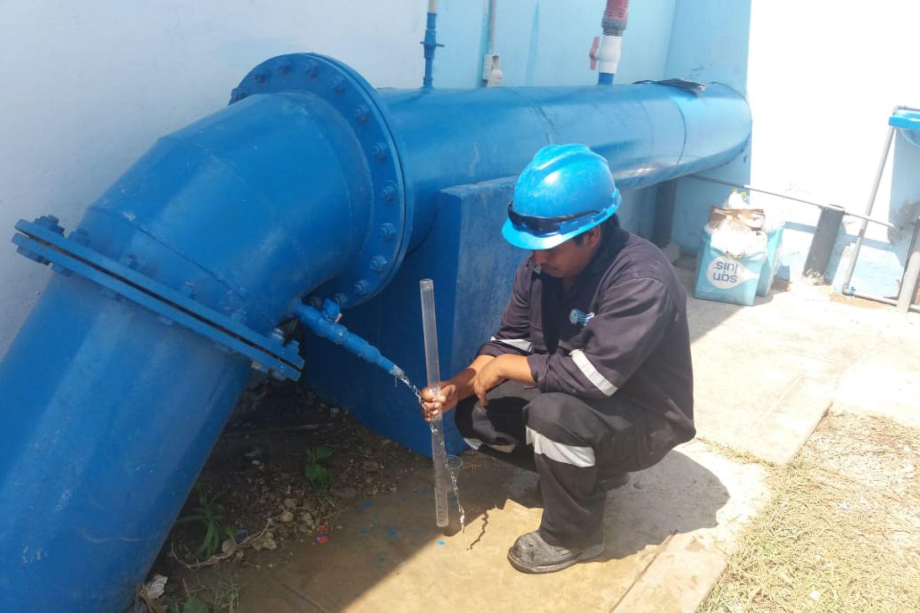 Reinician distribución de agua potable en viviendas de Pisco que se restringió por daños en la infraestructura ocasionados por la crecida del río Pisco. ANDINA/Difusión