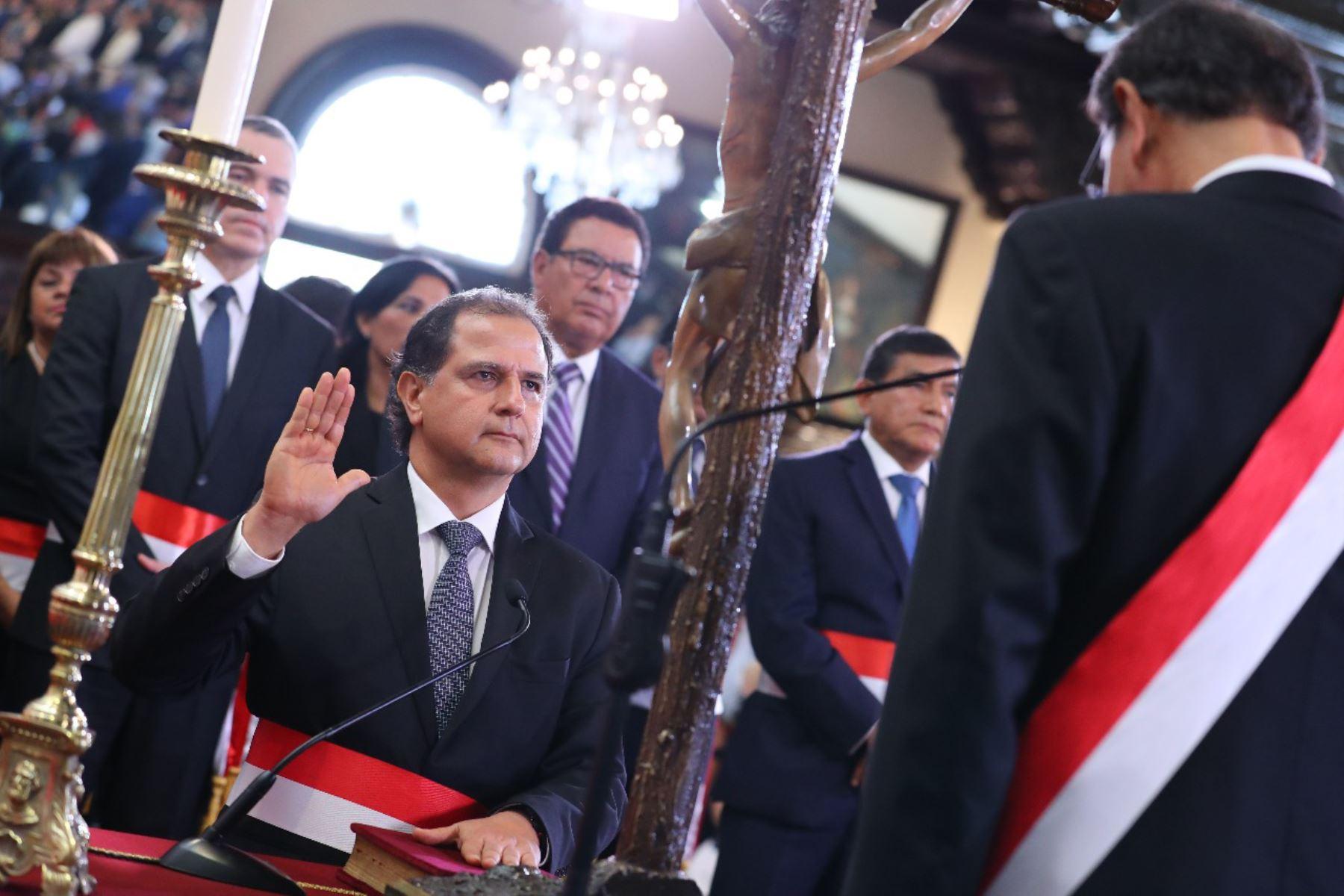 Francisco Ismodes juramenta como ministro de Energía y Minas. Foto: ANDINA/Prensa Presidencia