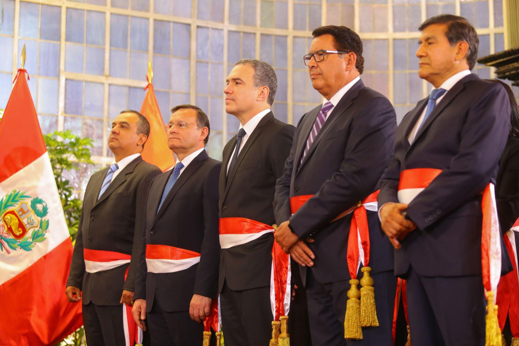Los ministros Carlos Oliva, Nestor Popolizio, Salvador del Solar, Jose Huerta y Carlos Morán durante la juramentación del nuevo gabinete ministerial. Foto: ANDINA/Prensa Presidencia
