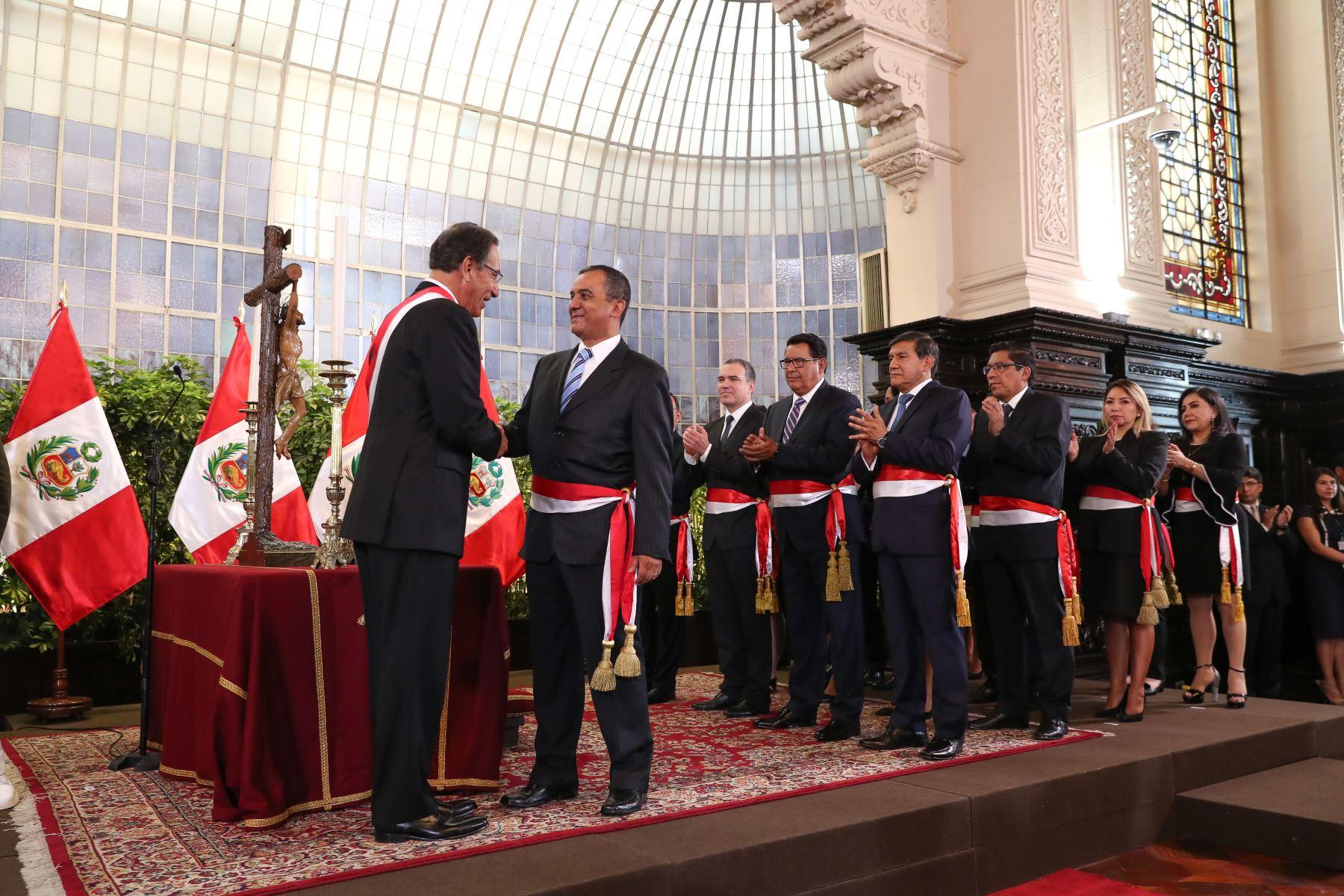Carlos Oliva juramenta como ministro de Economía. Foto: ANDINA/Prensa Presidencia