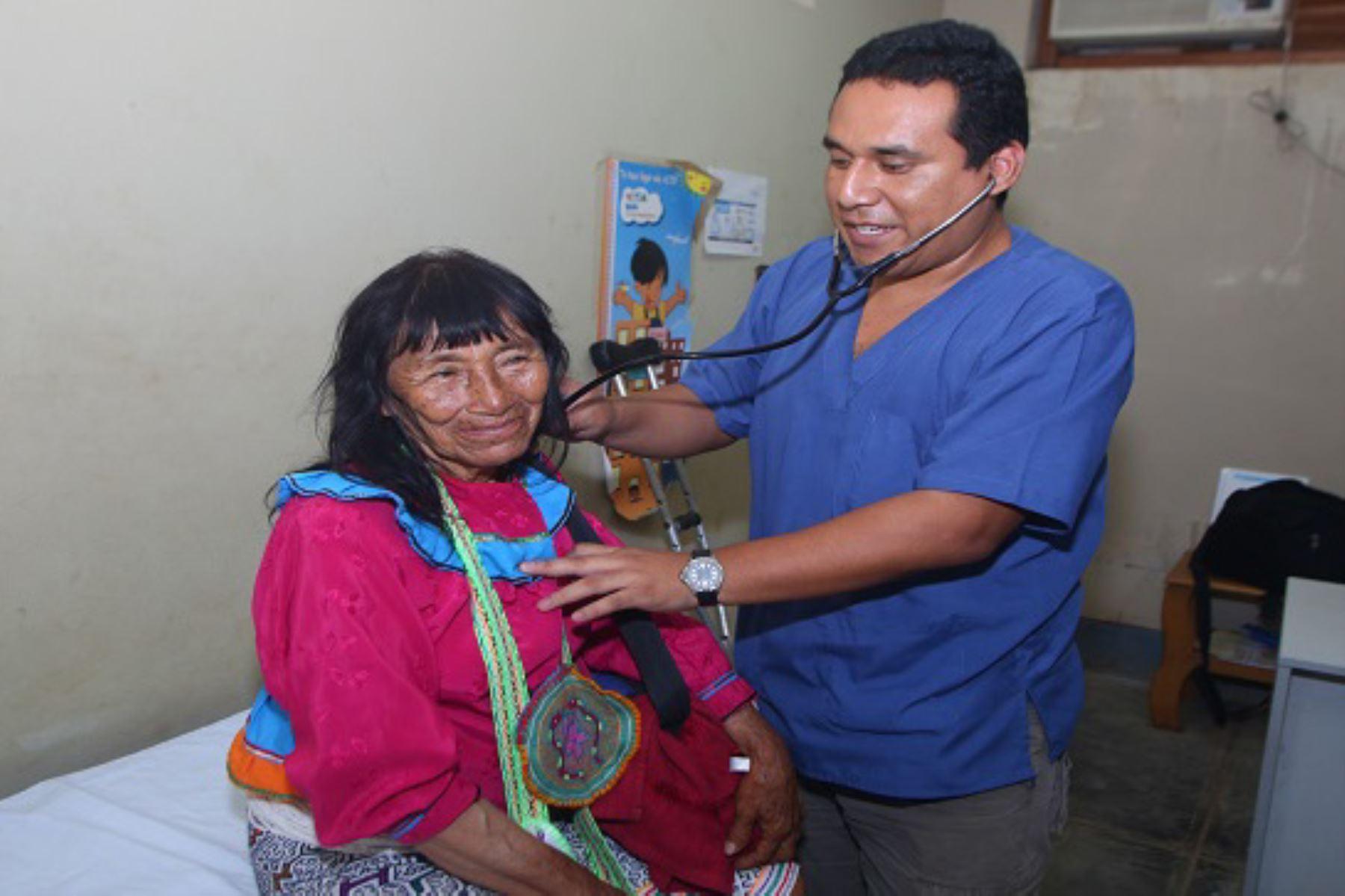 Ministerio de Salud implementará establecimientos de salud con enfoque de pertinencia cultural.