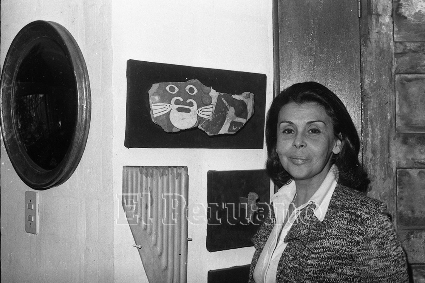 Lima - 5 julio 1975. Entrevista a la poeta Blanca Varela para suplemento Mundial de La Crónica. Foto: Archivo diario El Peruano