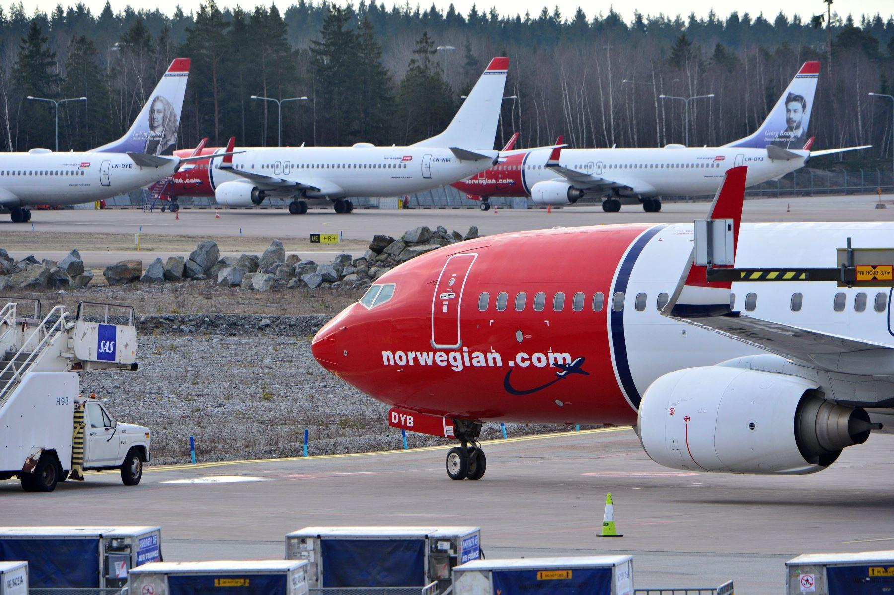 Aviones Boeing 737-800 de Norwegian Airlines permanecen aparcados en el aeropuerto de Arlanda en Estocolmo (Suecia) el 5 de marzo de 2019. Foto: EFE