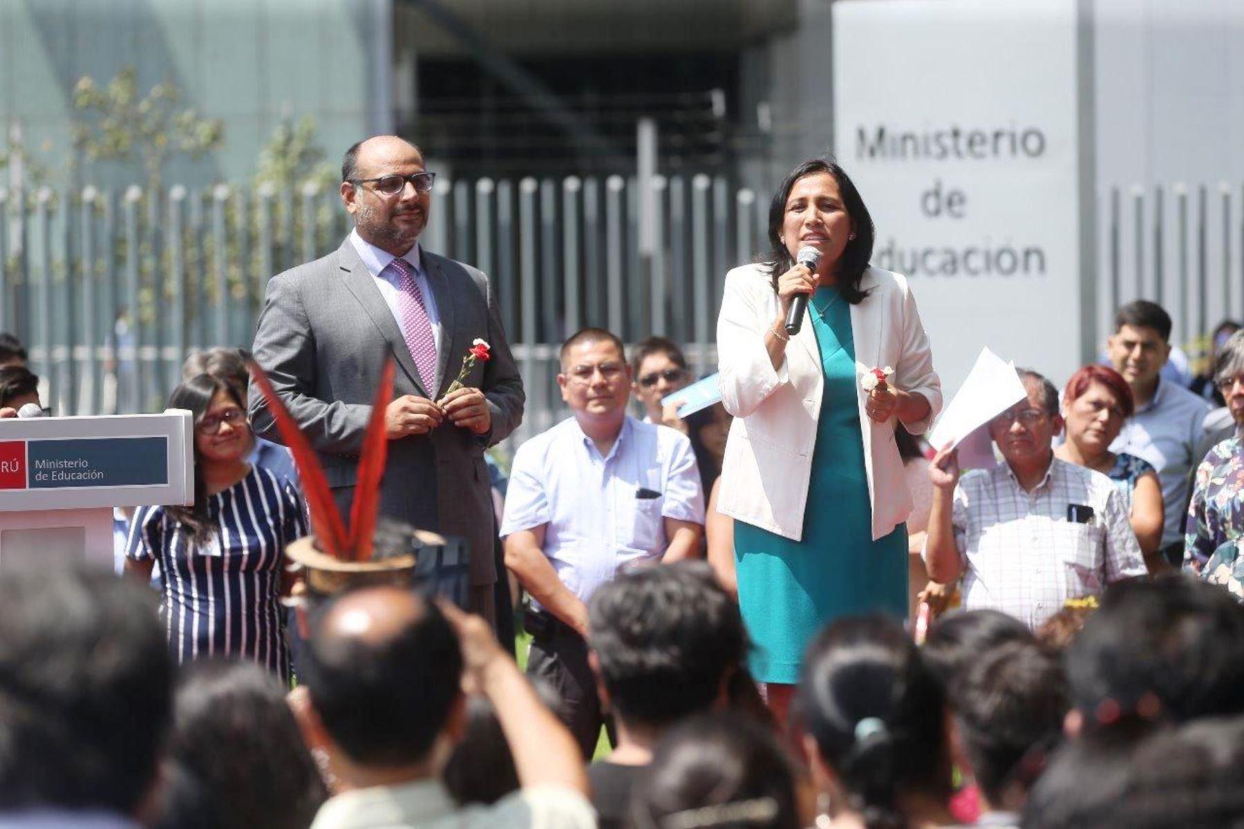 La ministra de Educación, Flor Pablo, junto a su antecesor, Daniel Alfaro. Foto: ANDINA/Difusión.