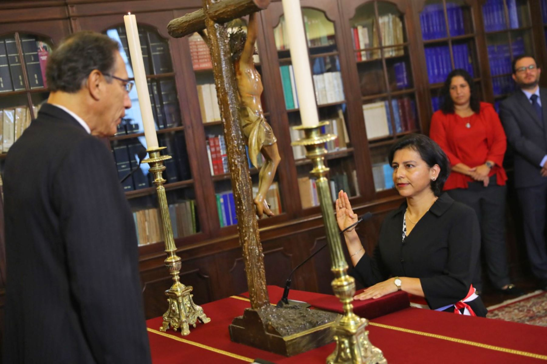 Presidente de Perú juramenta a nuevo gabinete ministerial