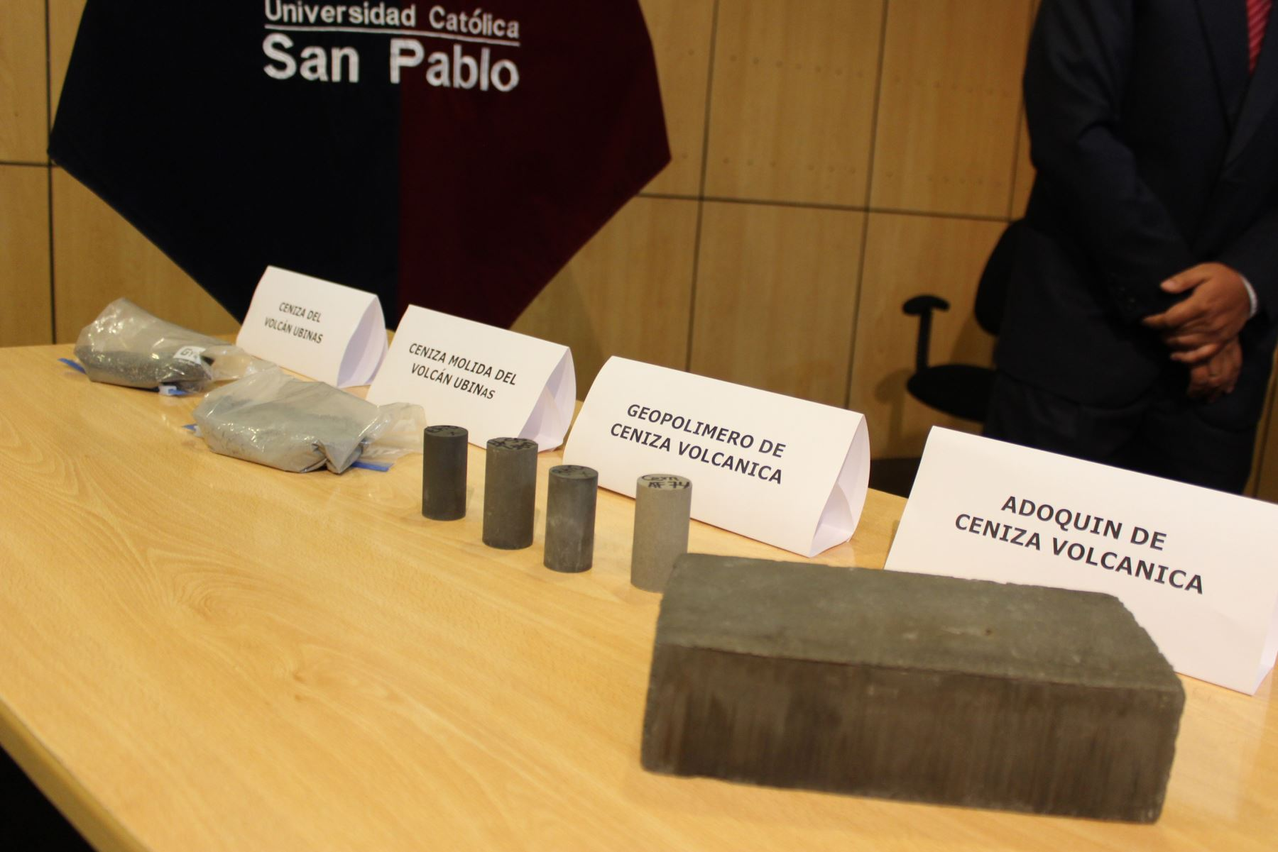 Investigadores de la Universidad Católica San Pablo de Arequipa lograron fabricar adoquines con ceniza volcánica, que pueden ser utilizados en la industria de la construcción. Foto: UCSP