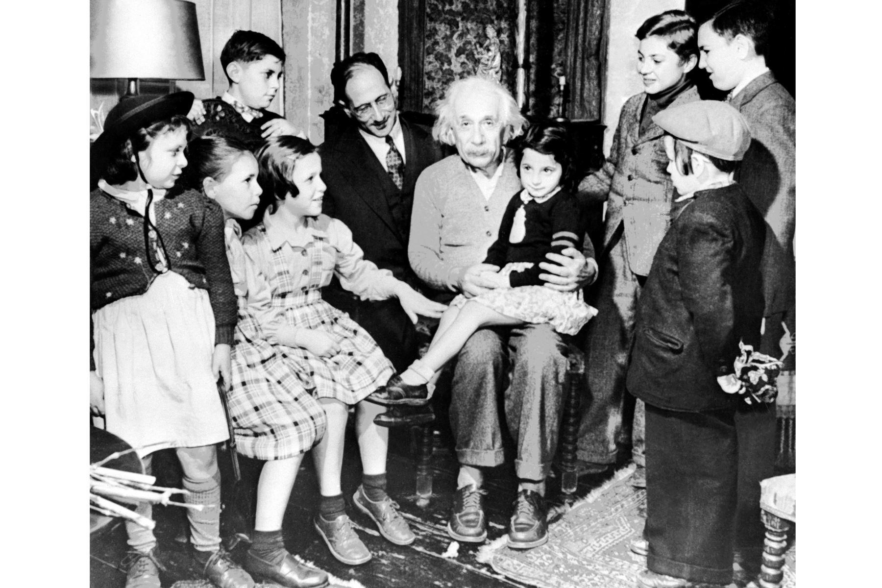 Imagen del físico de origen suizo-estadounidense Albert Einstein, en su 70 cumpleaños, 14 de marzo de 1949.Foto: AFP