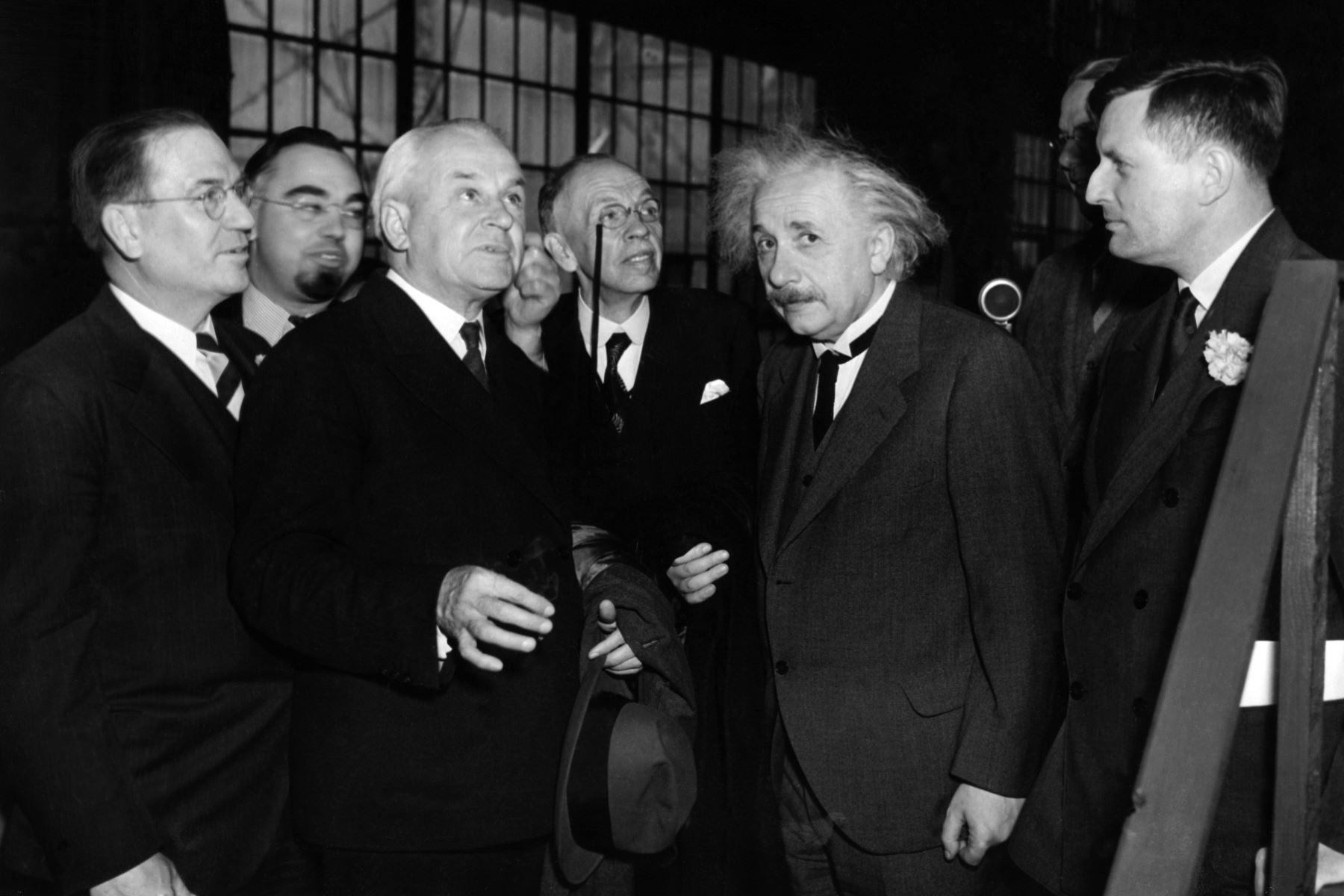 El físico Albert Einstein, inaugura el telescopio más grande del mundo el 30 de abril de 1937. Foto: AFP