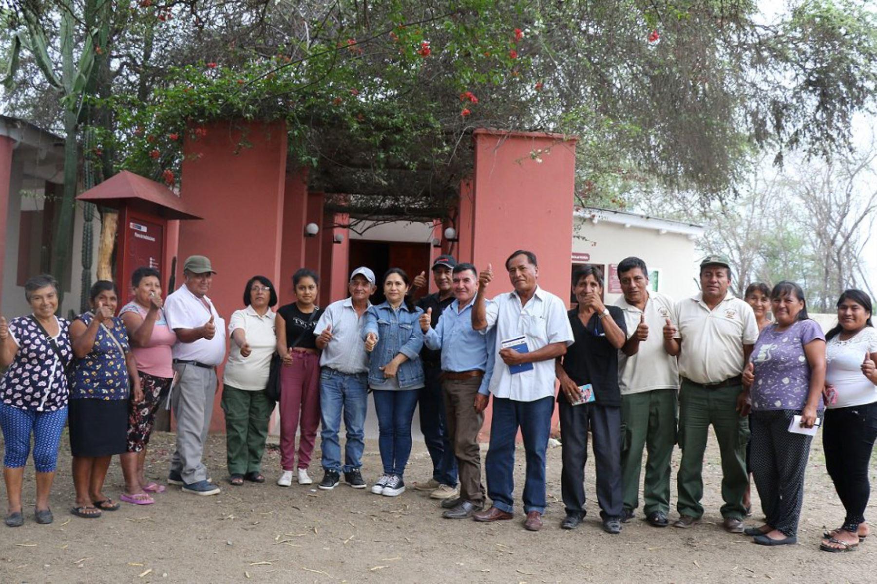 Más de 200 pobladores de la provincia lambayecana de Ferreñafe integrarán los nuevos Comités de Vigilancia del Santuario Histórico Bosque de Pómac, iniciativa promovida por el Servicio Nacional de Áreas Naturales Protegidas por el Estado (Sernanp), organismo adscrito al Ministerio del Ambiente (Minam).