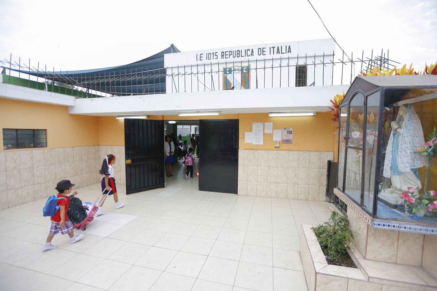 Jefe de Estado inspecciona I. E. N° 1015 República de Italia, en el Cercado de Lima, donde realizó un balance del inicio del año escolar. Foto: ANDINA/Prensa Presidencia/ Carla Patiño