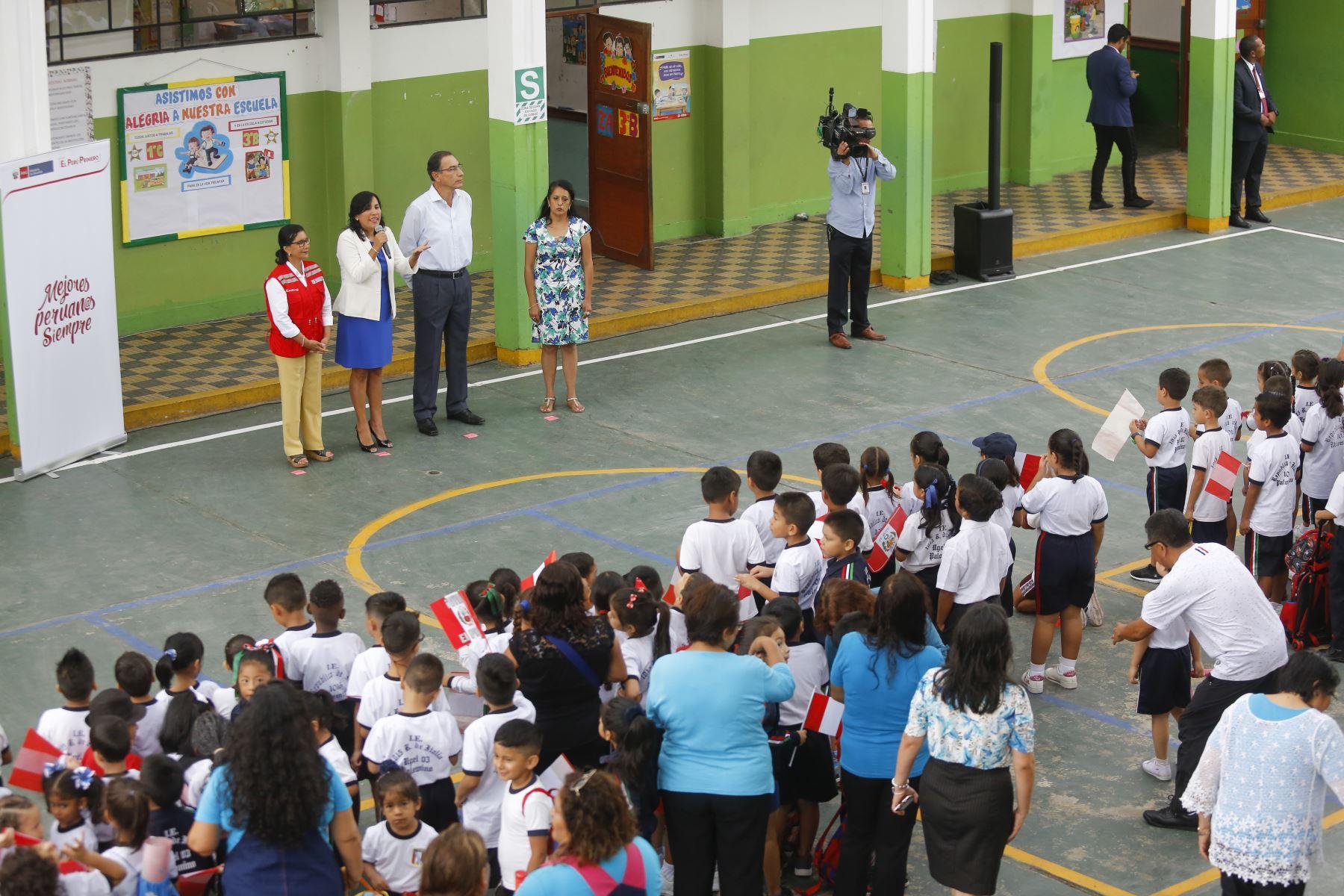 Jefe de Estado inspecciona I. E. N° 1015 República de Italia, en el Cercado de Lima, donde realizó un balance del inicio del año escolar. Foto: ANDINA/Prensa Presidencia