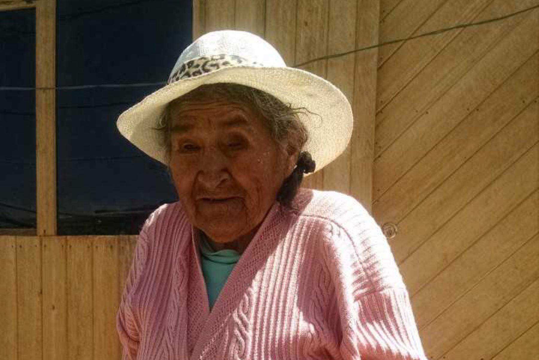 Próxima a cumplir 123 años de edad en mayo próximo, Andrea Gutiérrez Cahuana es natural de Ayacucho y usuaria del Programa Nacional de Asistencia Solidaria Pensión 65, del Ministerio de Desarrollo e Inclusión Social (Midis).