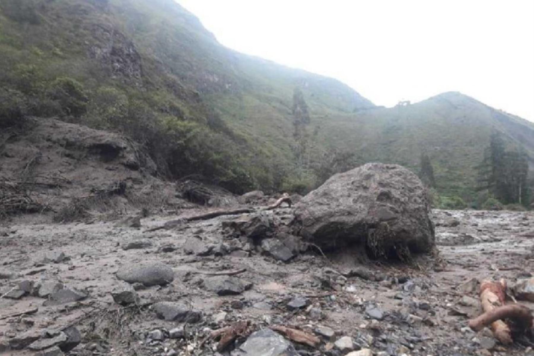 En las últimas horas, dos huaicos que se registraron en los distritos de Mariscal Castilla y Andamarca, en Concepción, aislaron a 3,000 mil pobladores de esta provincia de la región Junín, informaron las autoridades locales.