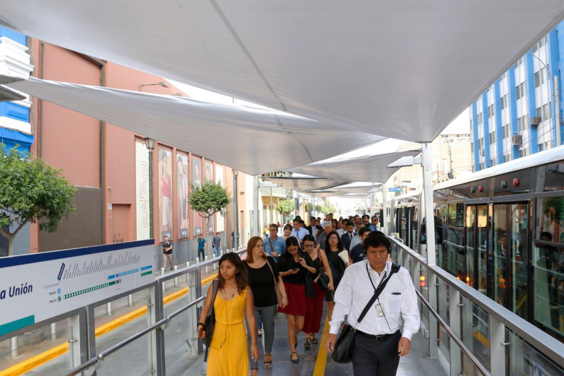 Inician techado con lonas de estaciones de El Metropolitano. Foto: Andina/Difusión